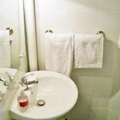 Отель Hôtel De Lille Louvre Франция, Париж - отзывы, цены и фото номеров - забронировать отель Hôtel De Lille Louvre онлайн ванная