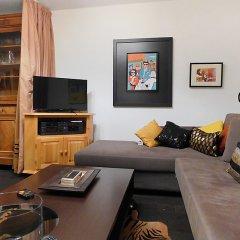 Отель Chesa Ludains 8 - One Bedroom Швейцария, Санкт-Мориц - отзывы, цены и фото номеров - забронировать отель Chesa Ludains 8 - One Bedroom онлайн комната для гостей