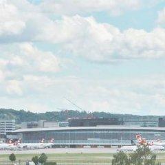 Отель Holiday Inn Express Zurich Airport Швейцария, Рюмланг - 1 отзыв об отеле, цены и фото номеров - забронировать отель Holiday Inn Express Zurich Airport онлайн приотельная территория фото 2