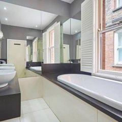 Апартаменты Beautiful Kensington 2 Bedroom Luxury Apartment Лондон ванная