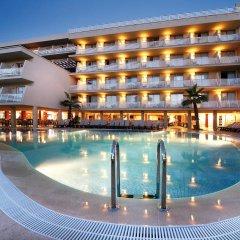 Отель Occidental Cala Vinas бассейн