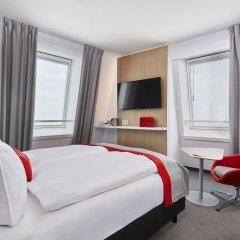 Отель Holiday Inn Express Berlin - Alexanderplatz Германия, Берлин - 3 отзыва об отеле, цены и фото номеров - забронировать отель Holiday Inn Express Berlin - Alexanderplatz онлайн комната для гостей фото 2