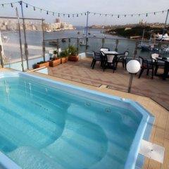 Отель 115 The Strand Aparthotel Мальта, Гзира - отзывы, цены и фото номеров - забронировать отель 115 The Strand Aparthotel онлайн бассейн фото 2