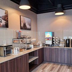 Отель Econo Lodge South Calgary Канада, Калгари - отзывы, цены и фото номеров - забронировать отель Econo Lodge South Calgary онлайн питание фото 3