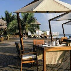 Отель Coco Bodu Hithi Мальдивы, Остров Гасфинолу - отзывы, цены и фото номеров - забронировать отель Coco Bodu Hithi онлайн питание фото 2