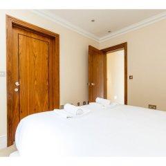 Отель Rare and Gorgeous Hyde Park Mews House Sleeps 8 комната для гостей