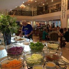 Отель Grand Hotel Saigon Вьетнам, Хошимин - отзывы, цены и фото номеров - забронировать отель Grand Hotel Saigon онлайн питание фото 2