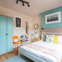 Отель Хостел Bloomsbury Rooms with Shared Bathrooms Великобритания, Лондон - отзывы, цены и фото номеров - забронировать отель Хостел Bloomsbury Rooms with Shared Bathrooms онлайн комната для гостей