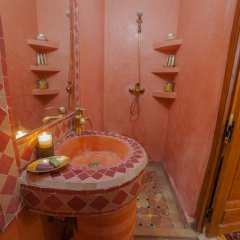 Отель Dar Ikalimo Marrakech ванная