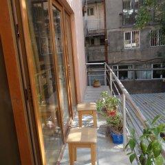 B1 Hostel Ереван балкон