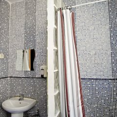 Отель Hostal Abaaly Испания, Мадрид - 4 отзыва об отеле, цены и фото номеров - забронировать отель Hostal Abaaly онлайн ванная фото 2