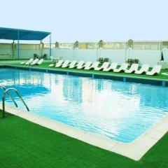 Отель Al Bustan Hotel Flats ОАЭ, Шарджа - отзывы, цены и фото номеров - забронировать отель Al Bustan Hotel Flats онлайн бассейн фото 3