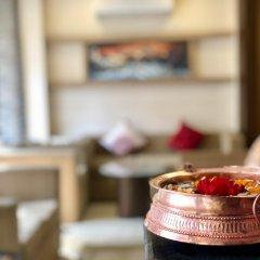 Отель The Milestone Hotel Непал, Катманду - отзывы, цены и фото номеров - забронировать отель The Milestone Hotel онлайн питание