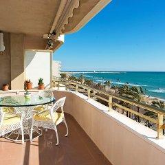 Отель Front Beach балкон