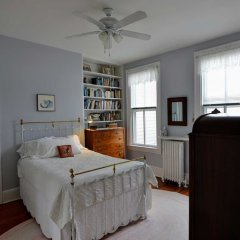 Отель Historic Capitol Stay Steps To World Power 5 Bedroom Home Вашингтон комната для гостей фото 4