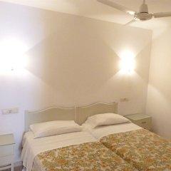 Отель Hostal Rom Испания, Курорт Росес - отзывы, цены и фото номеров - забронировать отель Hostal Rom онлайн сейф в номере