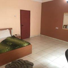 Отель Meadway Luxury Hotels Нигерия, Энугу - отзывы, цены и фото номеров - забронировать отель Meadway Luxury Hotels онлайн комната для гостей фото 2