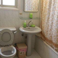 Отель Pasianna Hotel Apartments Кипр, Ларнака - 6 отзывов об отеле, цены и фото номеров - забронировать отель Pasianna Hotel Apartments онлайн ванная фото 2