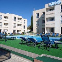 Daphne Hotel Apartments бассейн