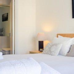 Отель 2 Bedroom House in Maida Vale With Balcony сейф в номере
