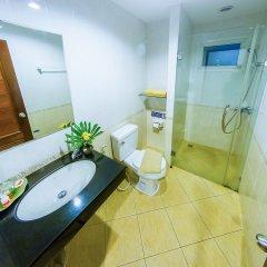Отель Sea Breeze Jomtien Residence Таиланд, Паттайя - отзывы, цены и фото номеров - забронировать отель Sea Breeze Jomtien Residence онлайн ванная
