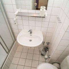 Отель Amstel House Hostel Германия, Берлин - 9 отзывов об отеле, цены и фото номеров - забронировать отель Amstel House Hostel онлайн ванная фото 2