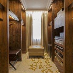 Отель JW Marriott Grosvenor House London сейф в номере