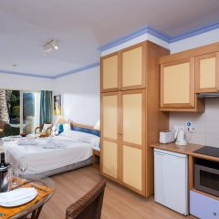 Отель Paphos Gardens Holiday Resort в номере