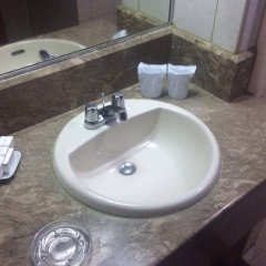 Отель Palm Grove Hotel Филиппины, Манила - отзывы, цены и фото номеров - забронировать отель Palm Grove Hotel онлайн ванная