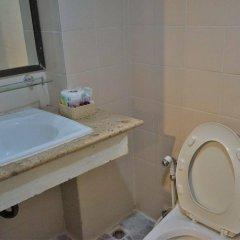 Отель Banglumpoo Place Таиланд, Бангкок - отзывы, цены и фото номеров - забронировать отель Banglumpoo Place онлайн ванная фото 2