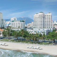 Отель Sunrise Nha Trang Beach Hotel & Spa Вьетнам, Нячанг - 5 отзывов об отеле, цены и фото номеров - забронировать отель Sunrise Nha Trang Beach Hotel & Spa онлайн пляж фото 2