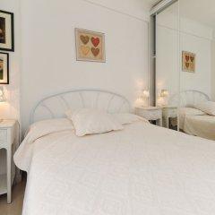 Отель Appartement Flora - 5 Stars Holiday House комната для гостей