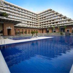 Отель Cinnamon Lakeside Colombo Шри-Ланка, Коломбо - 2 отзыва об отеле, цены и фото номеров - забронировать отель Cinnamon Lakeside Colombo онлайн бассейн фото 3