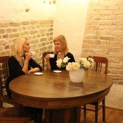 Отель Alexa Old Town Литва, Вильнюс - 14 отзывов об отеле, цены и фото номеров - забронировать отель Alexa Old Town онлайн питание фото 3