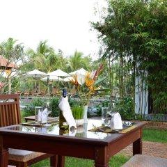 Отель Riverside Bamboo Resort Хойан питание