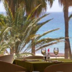 Suitopía Sol y Mar Suites Hotel гостиничный бар