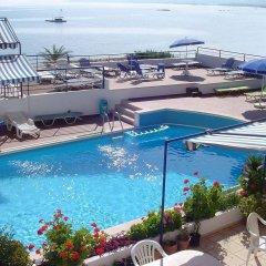Отель Thisvi бассейн
