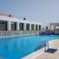 Отель Crowne Plaza Abu Dhabi бассейн