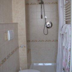 Отель Totti Affittacamere Италия, Сан-Джиминьяно - отзывы, цены и фото номеров - забронировать отель Totti Affittacamere онлайн ванная фото 2