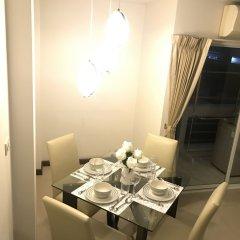 Отель 14 Place Sukhumvit Suites Бангкок в номере