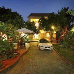 Отель Strawberry Garden Homestay парковка