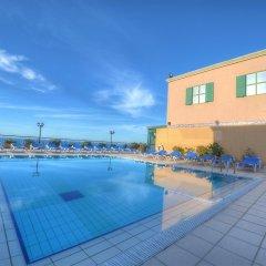 Отель Golden Tulip Vivaldi Hotel Мальта, Сан Джулианс - 2 отзыва об отеле, цены и фото номеров - забронировать отель Golden Tulip Vivaldi Hotel онлайн бассейн фото 2