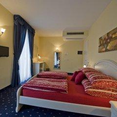 Hotel Borgo dei Poeti Wellness Resort Манерба-дель-Гарда сейф в номере
