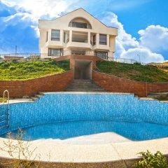 Отель Cross Sevan Villa бассейн