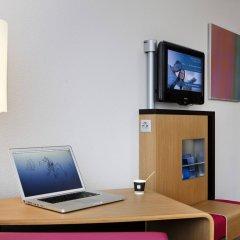 Отель Novotel Zurich City-West Швейцария, Цюрих - 9 отзывов об отеле, цены и фото номеров - забронировать отель Novotel Zurich City-West онлайн интерьер отеля