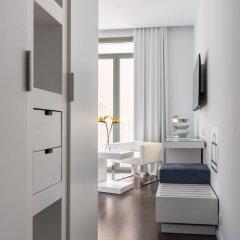 Отель Room Mate Carla сейф в номере