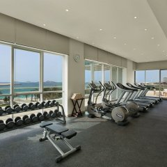 Отель DoubleTree by Hilton Dubai Jumeirah Beach фитнесс-зал