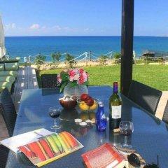 Отель Blue Coral Beach Villas пляж