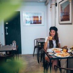Отель Haus Sathorn 11 Bed & Breakfast Бангкок питание фото 2