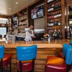 Отель Hampton Inn & Suites Chicago Downtown гостиничный бар